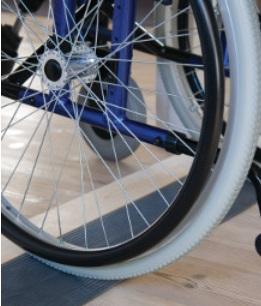 Rampe de seuil pour fauteuil roulant