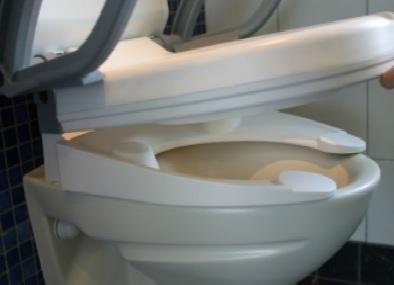 Fixation du rehausse accoudoirs securit sur la cuvette du wc