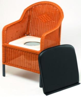 Fauteuil garde robe en rotin avec assise percée