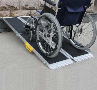 rampes ergo easy 183cm pliable pour fauteuil roulant et scooter handicape. Black Bedroom Furniture Sets. Home Design Ideas