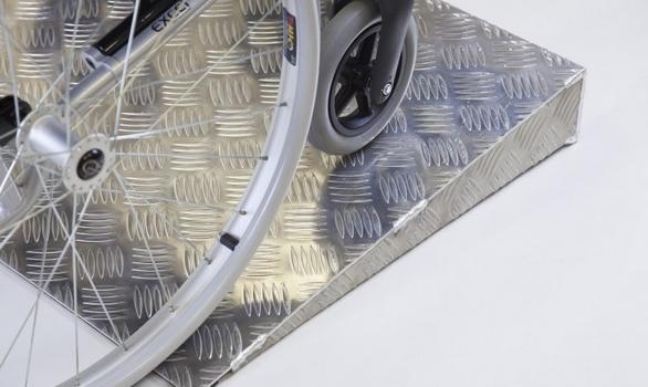 achat rampe de seuil en aluminium pour marches pour franchir des obstacles avec fauteuil roulant. Black Bedroom Furniture Sets. Home Design Ideas