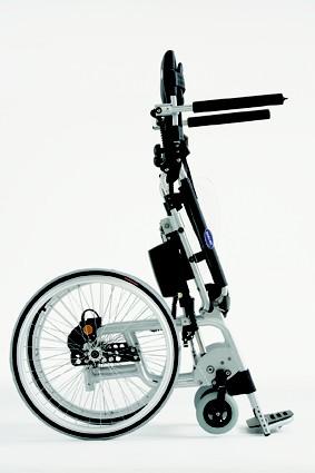 Vue latérale du fauteuil roulant Action Vertic
