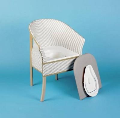 Fauteuil garde robe en bois avec assise percée